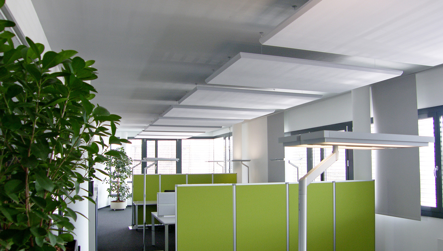Firma in Heilbronn Deckensegel Schallabsorber im Großraumbüro