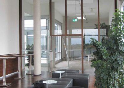 Schallende Räume - viel Glas und glatte Flächen