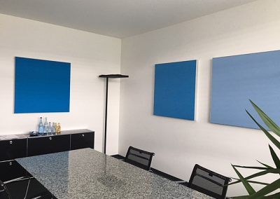 Wand-Paneele farbig abgestuft